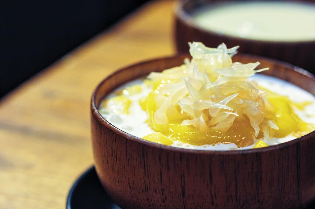 小店走日系文青风,甜品款式简约,制作却非常用心,甜点上桌时以独特的