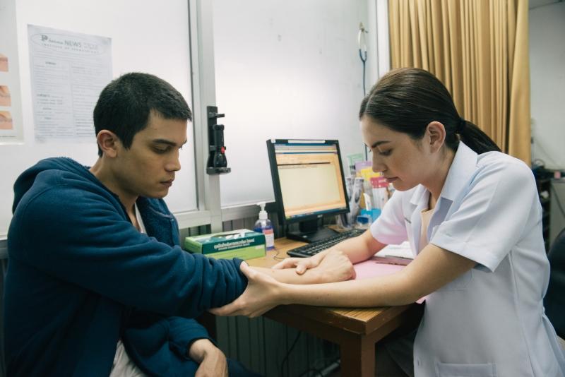 杜琪峯推薦 泰國愛情片《戀愛病發》講OT夠貼地